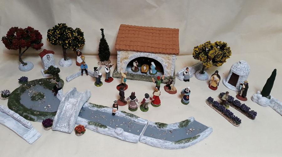 Santons, décors de crèches par l'Atelier des Sources.